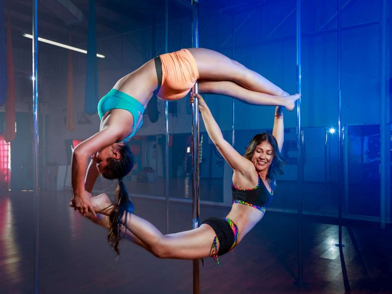 Ana Gabriel y Alma ::: Pole Fitness Photoshoot @ Volta Pole Dance Fitness