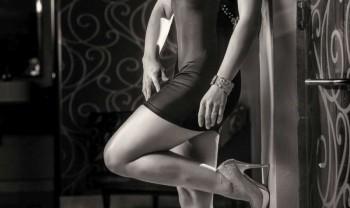 002_moraima_rodriguez_bps_boudoir_photoshoot_woman_photography_glamour_session_fashion_sesion_fotografia_casual_motel_san_pedro_de_chihuahua_alex_mendoza-1200.jpg